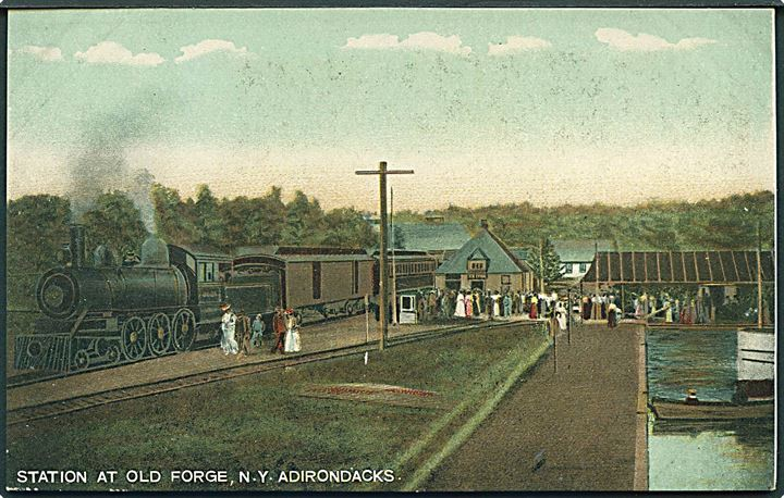 Station at Old Forge, N. Y. Adirondacks. Lokomotiv med vogne. The Hugn C. Leighton Co. no. 4101.