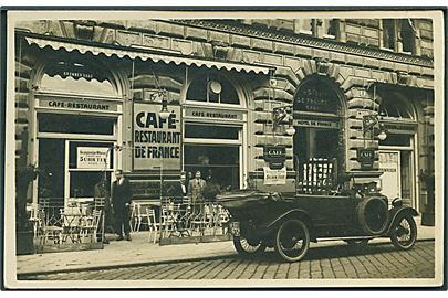 Care - Restaurant Hotel De France - G. M. B. H. no. 3., Wien, Østrig. Automobil med nummerplade AXI?? 305,holder foran. Fotokort u/no.