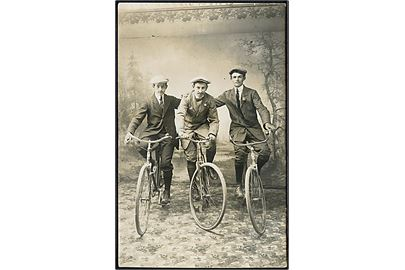 3 cyklister. Fotokort. Ffrrand & Gouin, Photo u/no - Angers.
