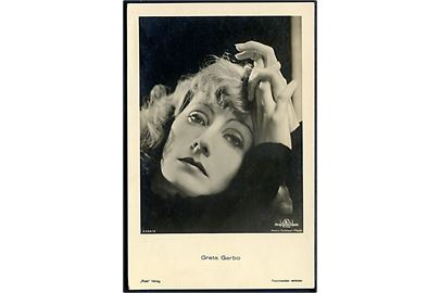 Miss Mary Pickford (Gladys Louise Smith). Famous cinema star serie. Beagles Postcards no. 120. H.