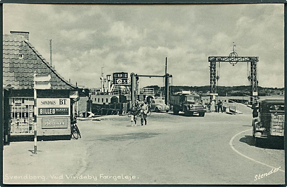 Vindeby Færgeleje med Færgen Svendborg Bil Lastbil og Kiosk ses