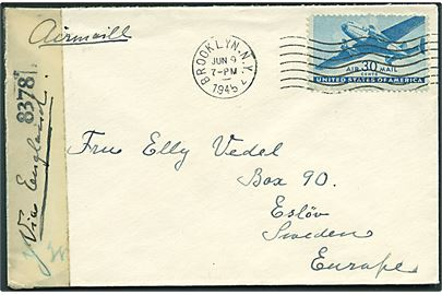 30 cents Transport single på luftpostbrev fra Brooklyn d. 9.6.1945 til Eslöw, Sverige. Påskrevet via England. Åbnet af amerikansk censur no. 8378.